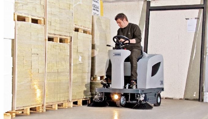 La majorité des opérations de balayage professionnelles nécessitent une machine compacte, maniable e...