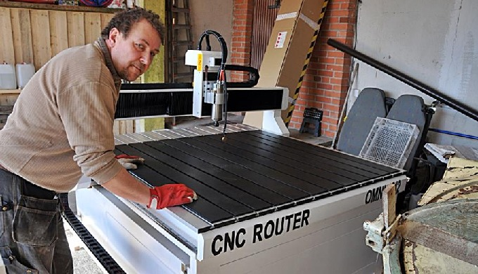 Sign & Graphic CNC Cutting Machine