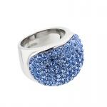 Řada Uniquely Me byla navržena v módním stylu. Impozantní a elegantní křišťálové šperky větších rozm...