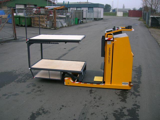 TL 100 PL Order Picker. Elevating both cargo and driver. For effective and fast order picking in a d...