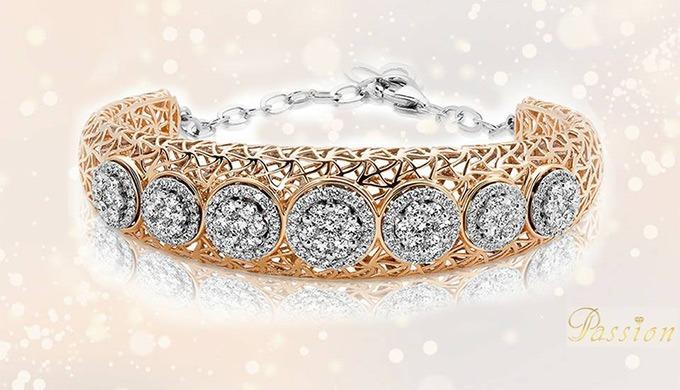 Unique tout comme vous, ce bracelet allie avec enchantement une touche de classicisme et de modernit...
