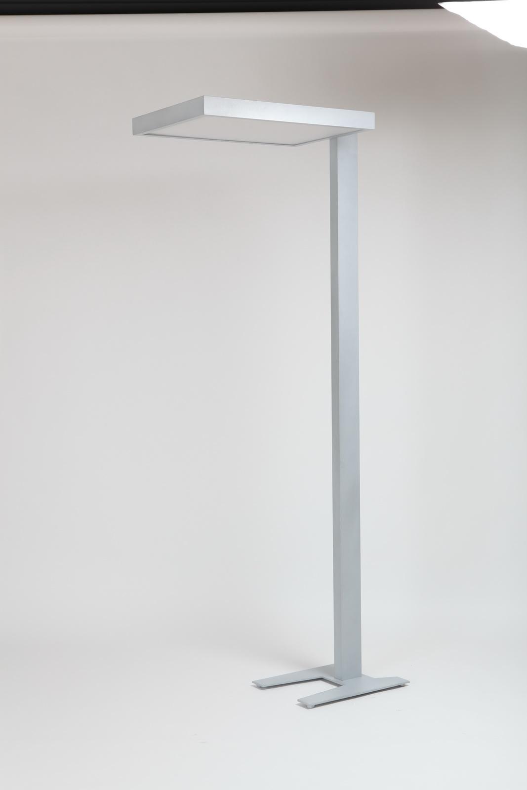 Stojanové svítidlo pro osvětlení pracovních míst v kancelářských prostorách, recepcích a reprezentat...
