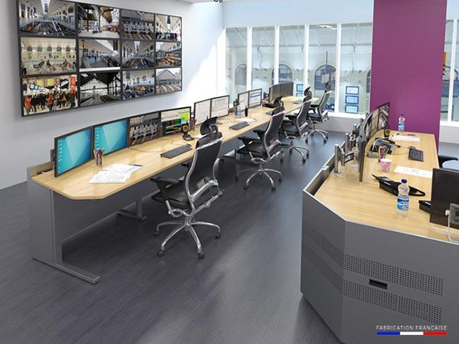 Pupitre informatique et consoles de contrôle pour l'aménagement des salles de contrôle