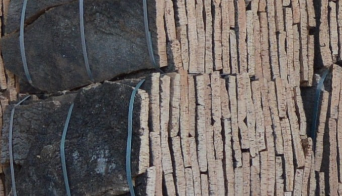 raw material of Portuguese origin. we have bales for those who need quantities for their own product...
