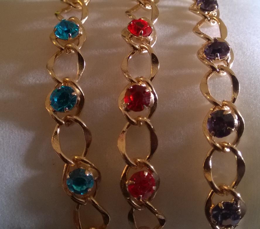 1) Bracelets acrylique motif infini argenté, bracelet de la couleur de votre choix. 2€50 l'unitéBrac...