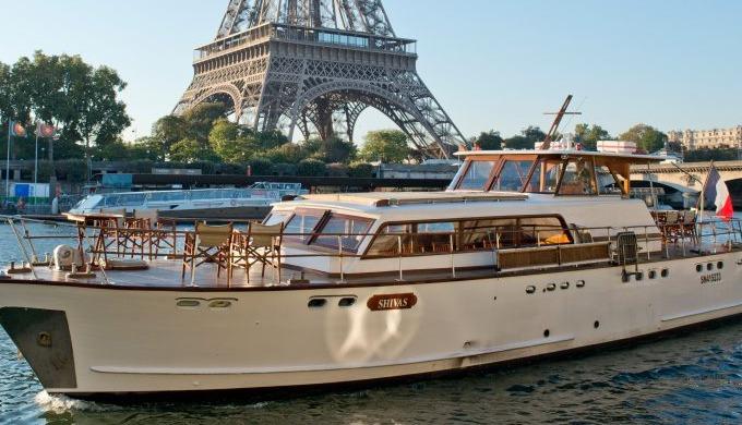 En détails Balade romantique ou échappée fantastique, embarquez pour 1h30 d'un Paris inoubliable ! B...