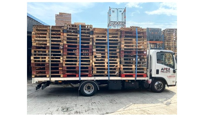 We buy and sell new and used wooden pallets.