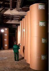 Le papier est utilisé pour la production de sacs en papier adaptés au transport de matériaux de cons...