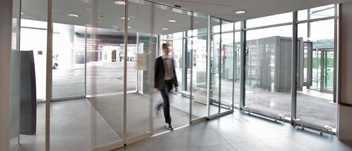 Le grand confort des portes coulissantes automatiques Gilgen nous facilite la vie quotidienne à beau...