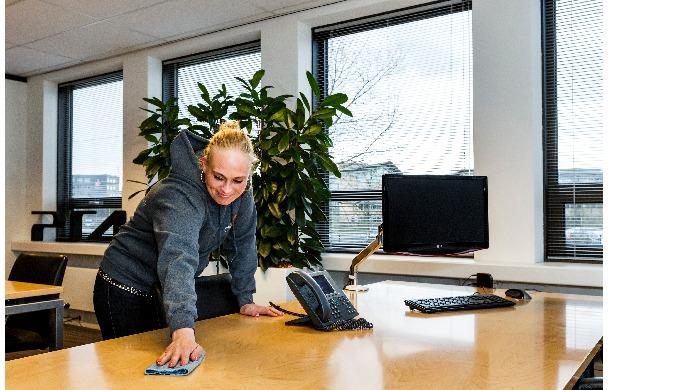 Schoonmaakbedrijf Clean2U is uw partner op het gebied van professionele schoonmaak van uw gebouw, gl...