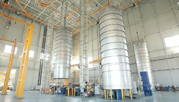 Vollautomatische Anlage mit europaweit modernster Technologie zur Herstellung von Edelstahlbehältern in Betrieb genommen