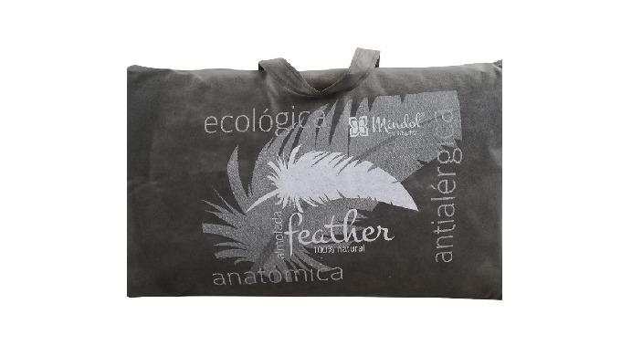 Características: Capa exterior em tecido de algodão; Limpeza a seco; Núcleo de penas e hallofil; Ant...