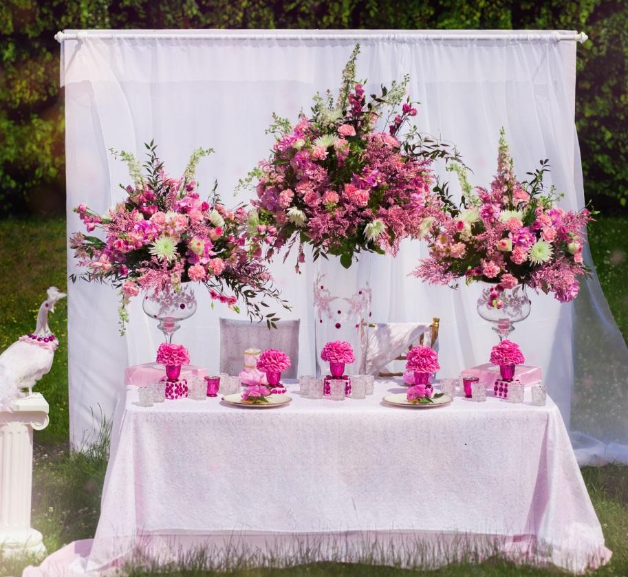 Výjimečný Květinový Design Vzrušující a Uvážený Design Osvětlení Tematický Styling a Uspořádání u St...