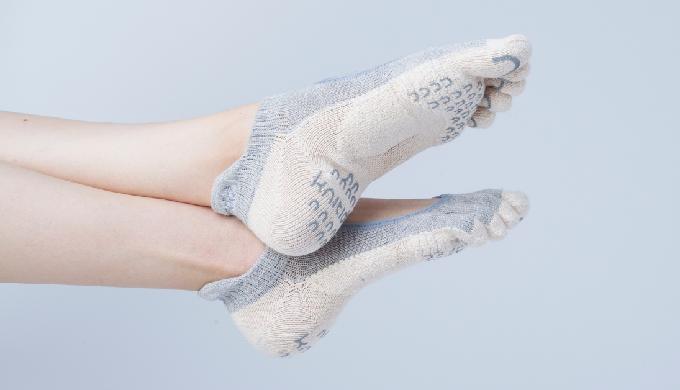 Zehensocken sind anatomisch geformte, dem Fuß nachempfundene Strumpfwaren. Knitido® ist ein japanisc...