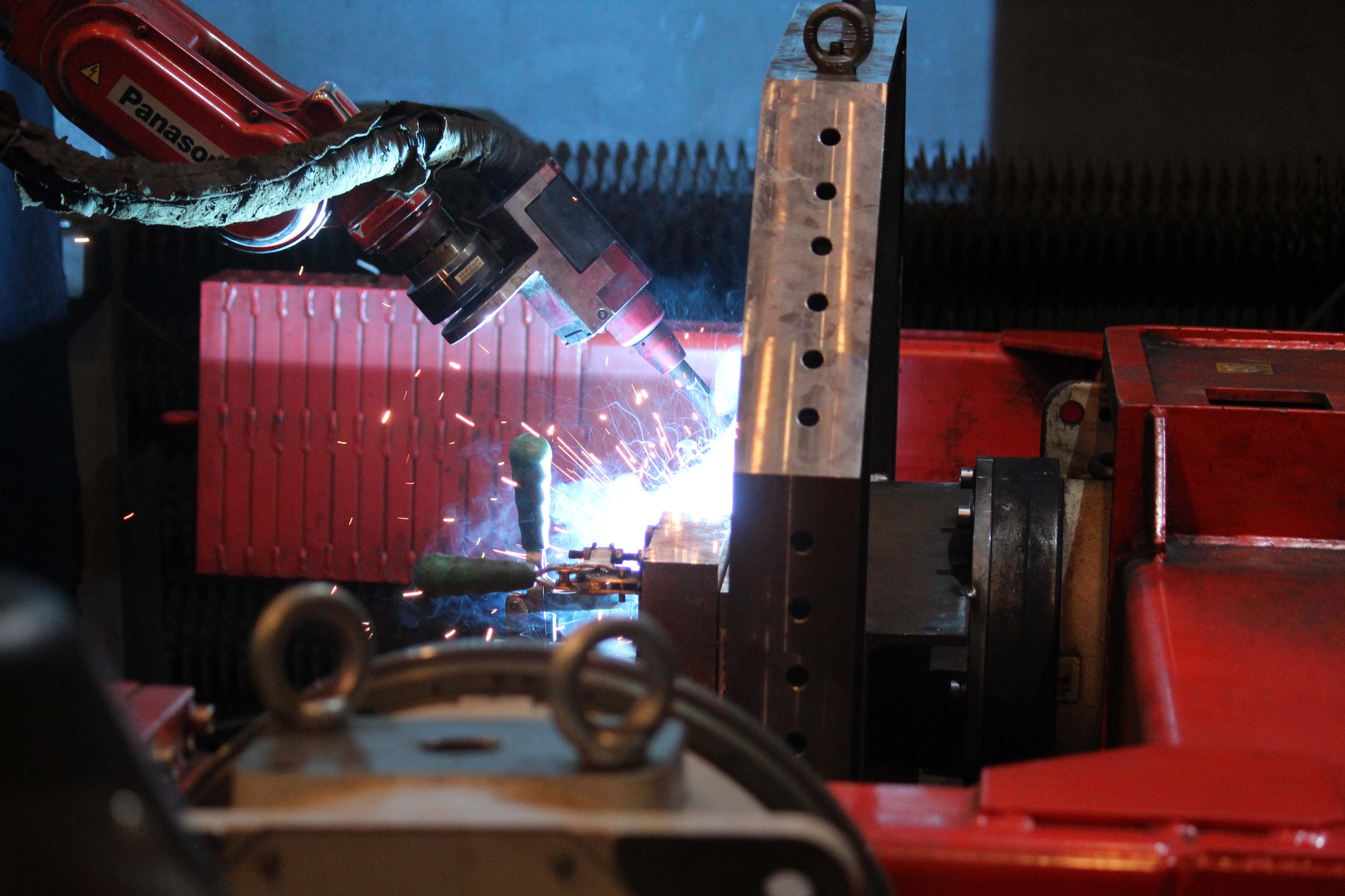 Robotické svařování kovů - PANASONIC TWR1900