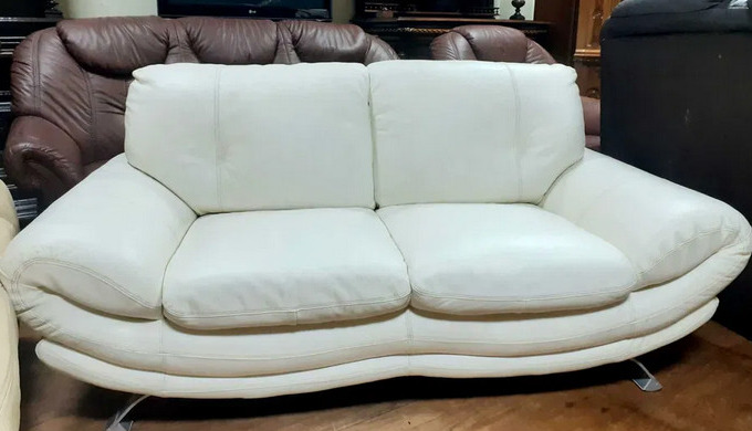 Кожаные диваны: преимущества и особенности выбора
