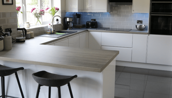 We specialise in supplying Replacement Kitchen Doors and Complete DIY kitchens for your home. Buy yo...
