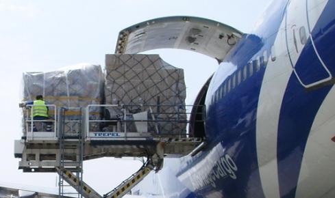 Услуги транспортных и экспедиторских агентств по авиационным перевозкам.