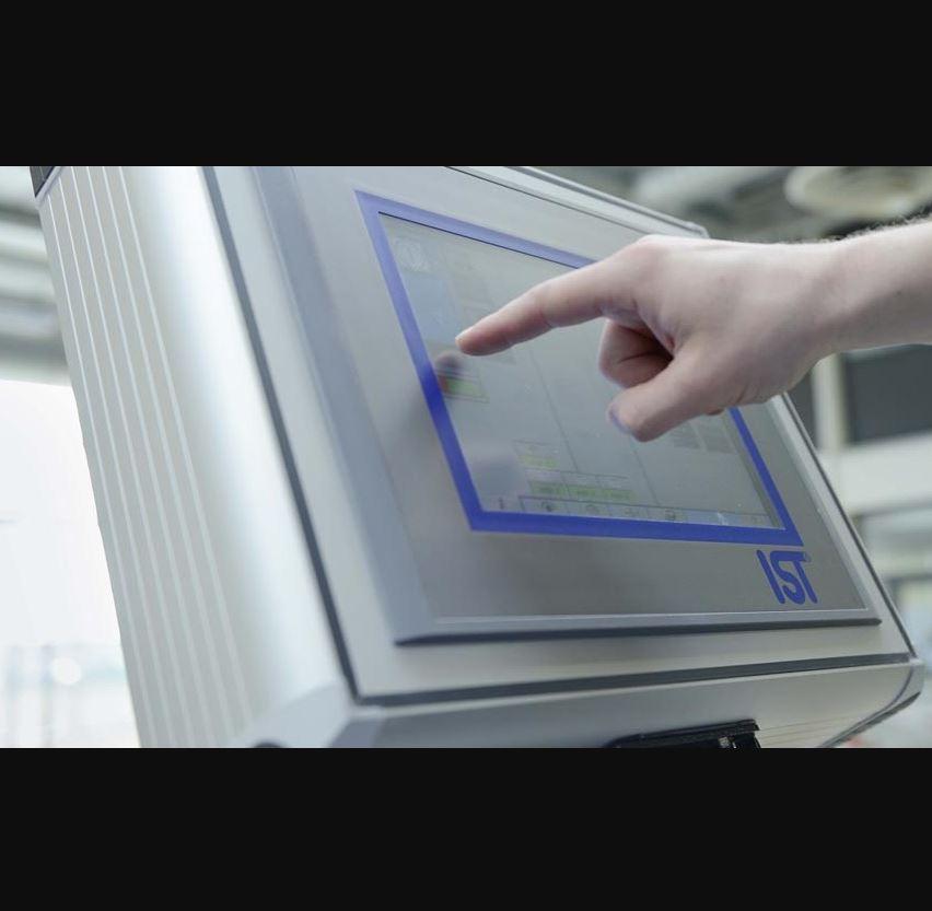 Imprimeur avec vernis acrylique