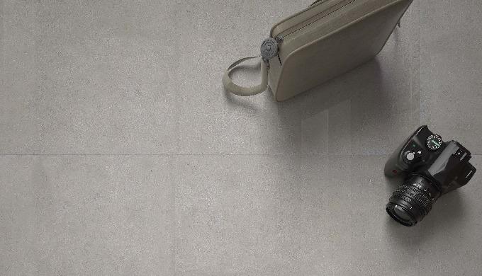 Porcelain floor tiles 80x80x1.1 cm.