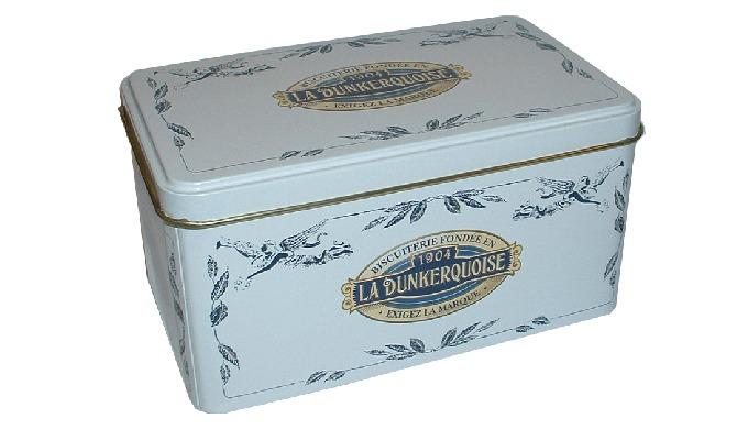 Boîte en métal garnie de véritables gaufres fines pur beurre. Ingrédients: Farine de blé, sucre, beu...