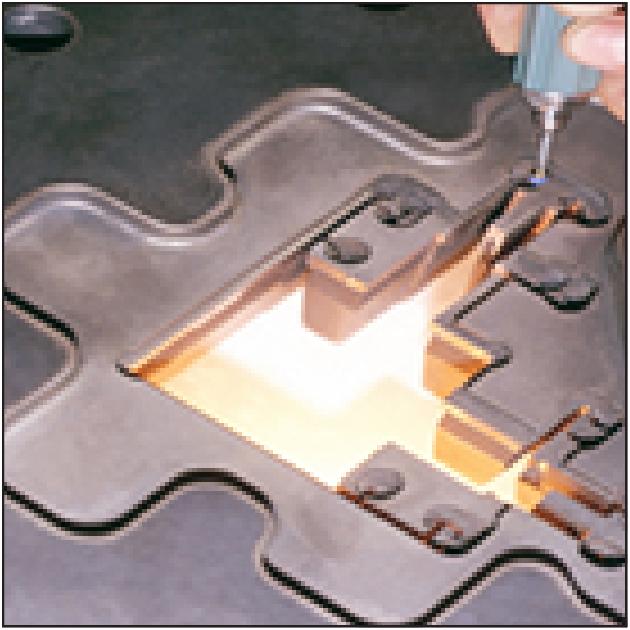 consiste à forcer une billette d'aluminium à s'écouler à travers une pièce métallique appelée filièr...