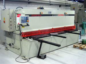Stříhání a ohýbání plechů Provádíme úpravu plechů zahrnující stříhání a ohýbání. Pomocí moderních NC...