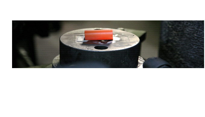 Varmpressning Smide är en process där man hettar upp metallen och därefter omformar man den till öns...