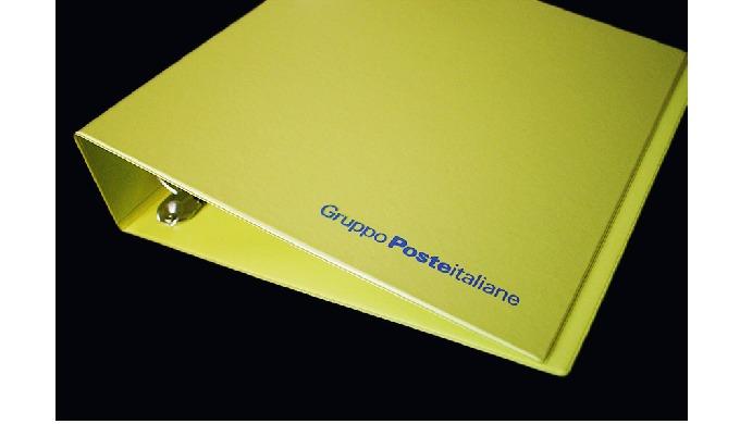 Raccoglitori ad Anelli Personalizzati Produciamo raccoglitori ad anelli in PVC personalizzati: in di...