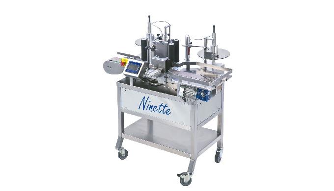 Conçue par la société CDA, la Ninette Auto est une étiqueteuse semi automatique permettant la dépose...