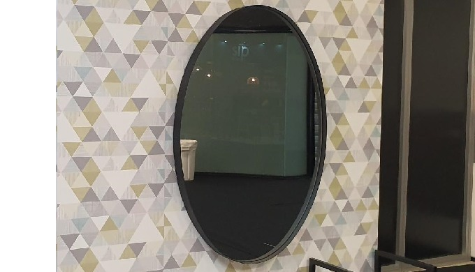 Oval mirror in metal frame