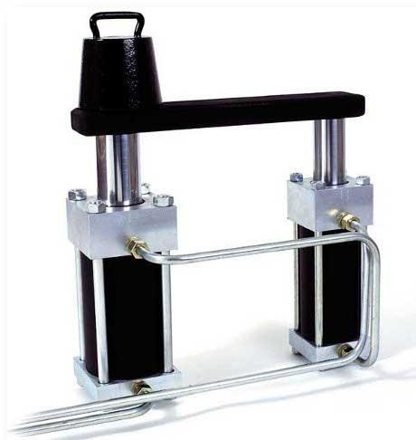 Bilden visar en dragstångscylinder 125/75 x 150 seriekopplad med en dragstångscylinder 100/60 x 150.