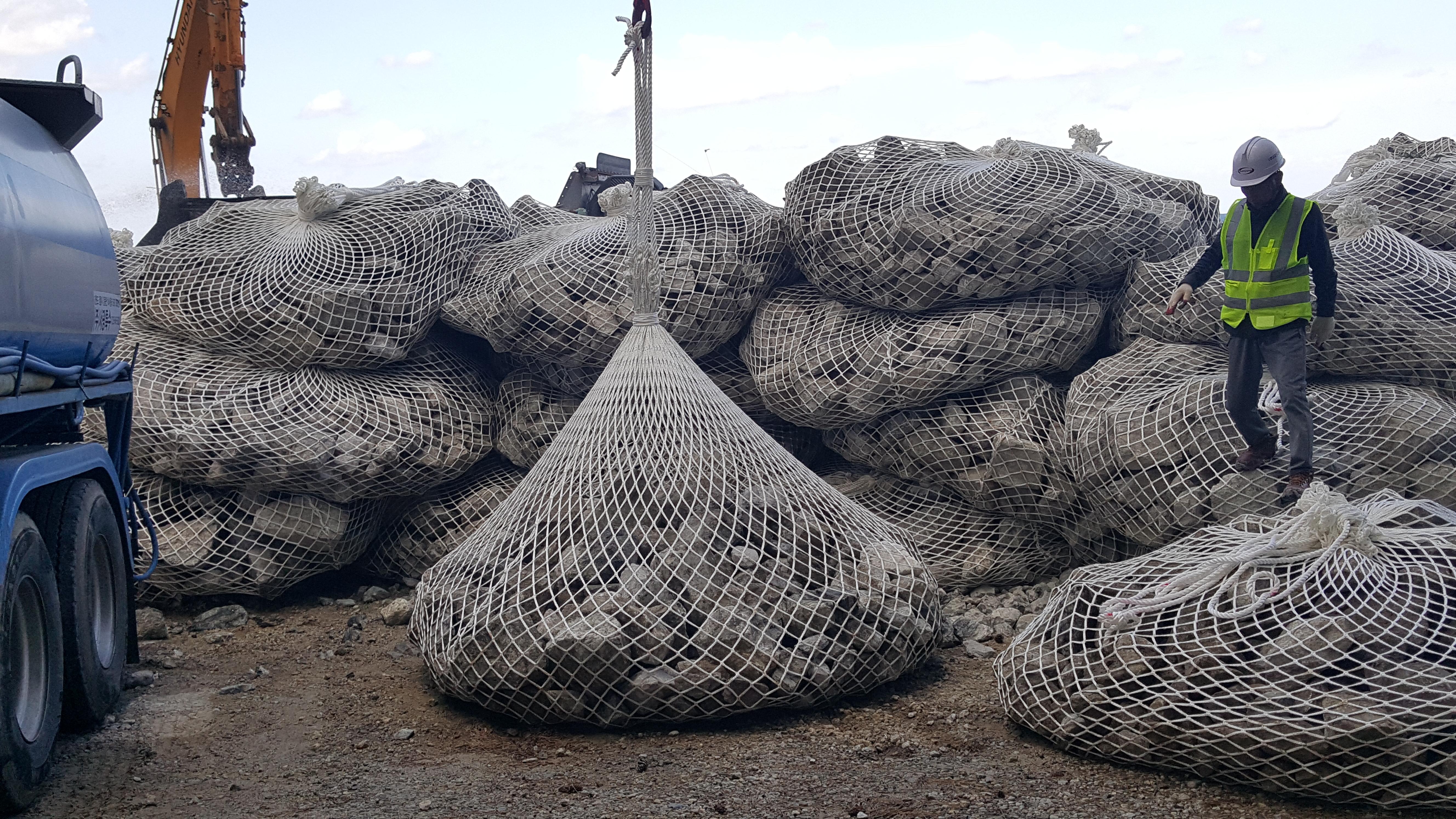 MP Eco-friendly PE Fiber Stone-filled flexible Gabion Aqua Mesh Bag is an eco-friendly product that ...