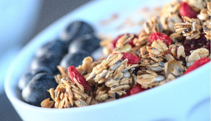 Fais le plein d'énergie avec cette recette saine et gourmande. Les baies de Goji et les cranberries ...
