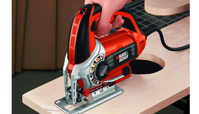 С помощью электролобзика обрабатывается практически любой материал в домашних условиях. Этот инструм...