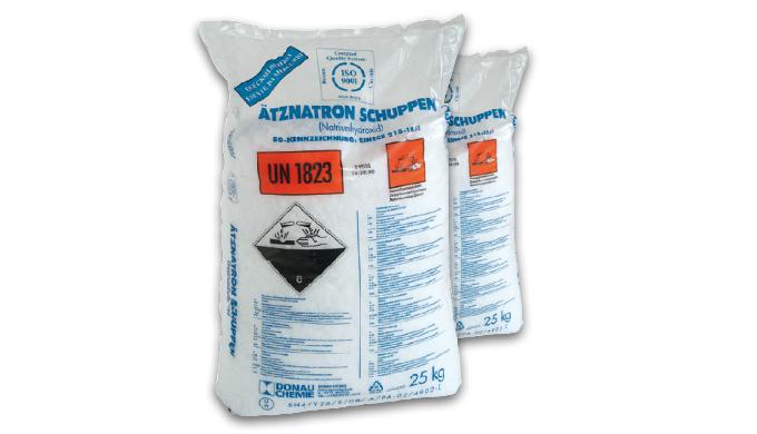E' un solido a scaglie facilmente solubile in acqua ad azione fortemente alcalina, trova impiego com...