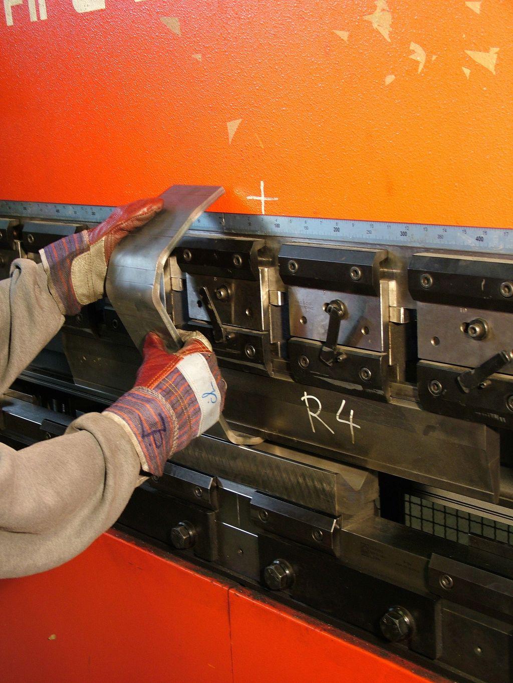 CNC lisované a ohýbané ocelové i neželezné díly a komponenty