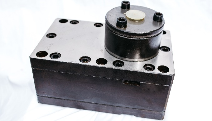 Gear pumps for manufacturing yarn NITRON - Suitable for melted polymers (PAN, NITRON) and man made f...