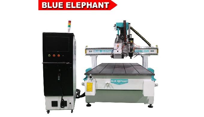 Avantages: 1) Le routeur cnc machine est spécialement conçu pour la menuiserie industrielle, avec de...