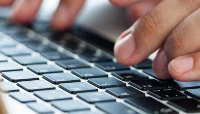 Welkom bij ICTBoost! Uw specialist in computerhulp! Bij ons kan u terecht voor: Datarecuperatie van ...