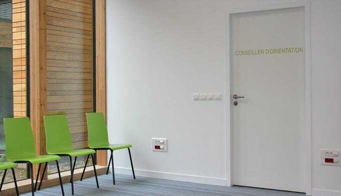Portes EI30 ferrées 1 vantail : • Portes EI30 à âme pleine avec cadre bois exotique • Rives droites ...