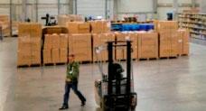Logistické a Skladovací Služby Celní a necelní sklady • Plně integrovaný systém řízení celé naší spo...