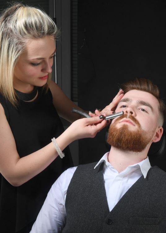 Un coiffeur est un des métiers tendances, et garantis le bien-être des clients. Nous vous offrons un...