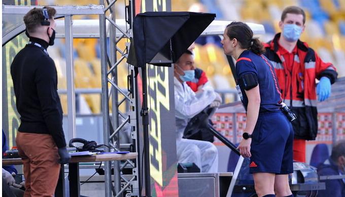 Международная федерация футбола планирует упростить технологию VAR
