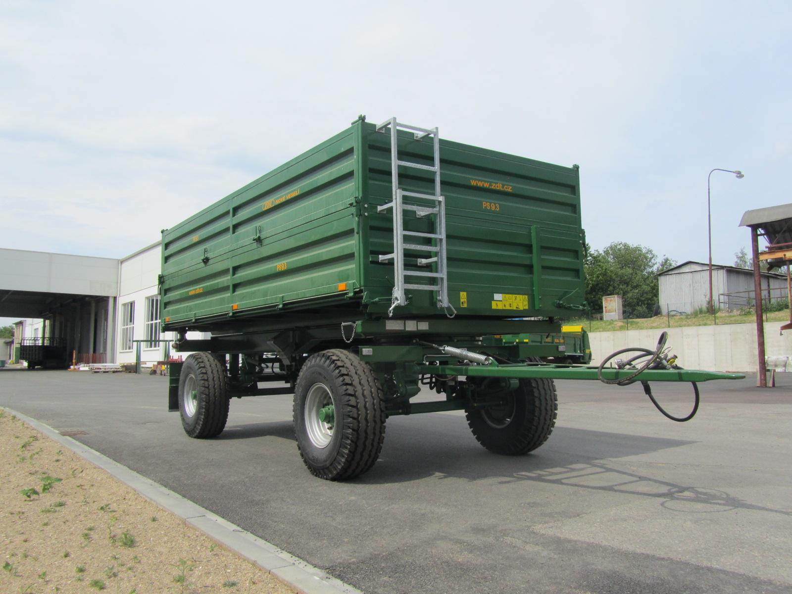 Třístranně sklápěný traktorový přívěs PS 5.3 Možnost nástavků 500 mm. Nosnost 5 t Max. rychlost 25 k...