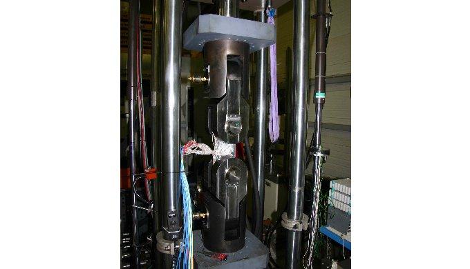 Essais de mécanique de la rupture et fatigue des matériaux sur eprouvettes standard