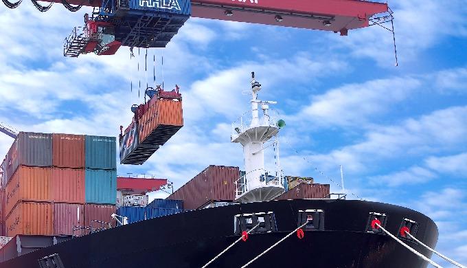 Jūras kravu pārvadājumi: pilnas un saliktas kravas