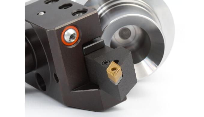El programa de torneado comprende placas intercambiables de metal duro, metal duro recubierto, cerme...