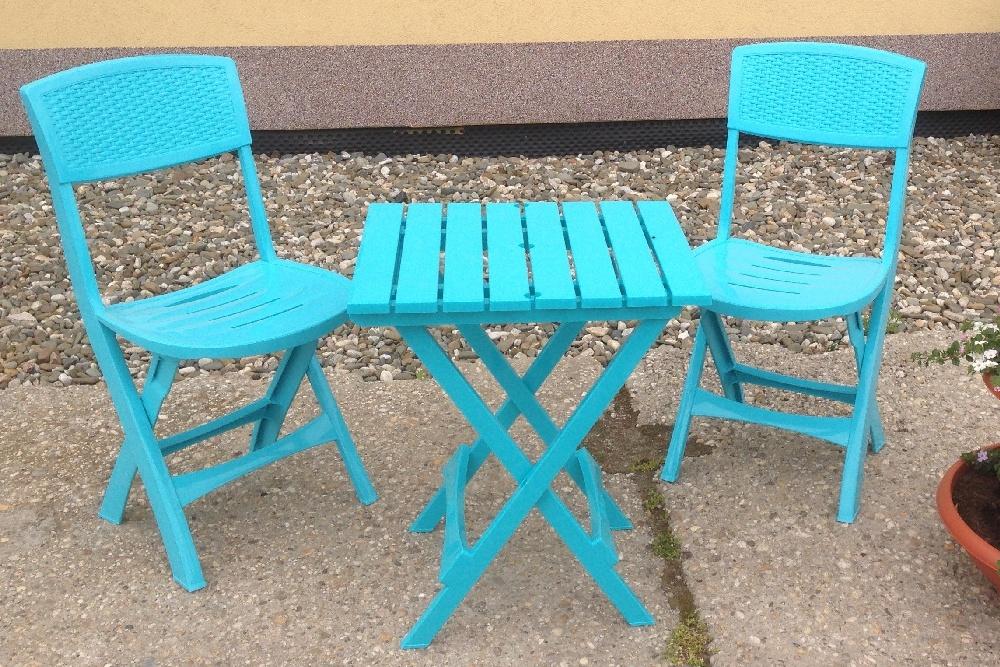 Zahradní nábytek plastový. Skládací židle 2ks + skládací stůl. Vhodné na balkon či jiný malý prostor...
