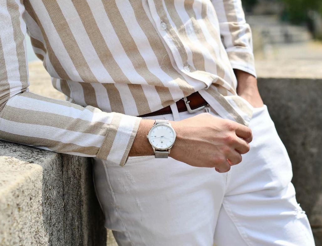 Hilal présente de le montre vintage drapée VEGA – ARGENT : adapté pour toutes les occasions. Il est ...